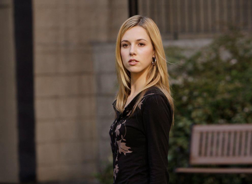 Melinda verhilft Fiona (Alona Tal), die bei einem Brand ums Leben kam, ins Licht ... - Bildquelle: ABC Studios