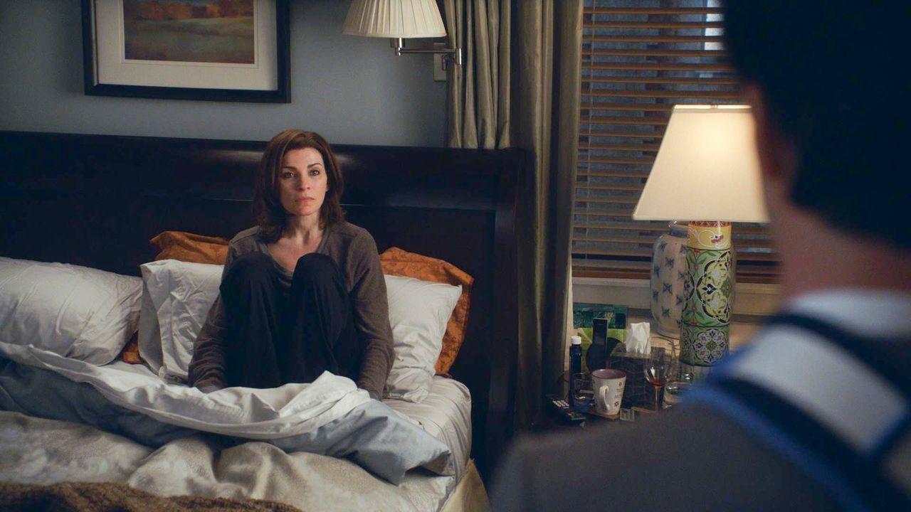 Alicia (Julianna Margulies) macht Finn ein Angebot ... - Bildquelle: 2014 CBS Broadcasting, Inc. All Rights Reserved