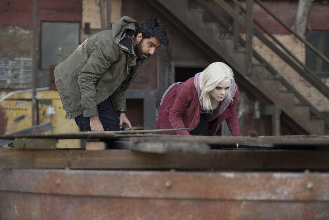 Seitdem Liv (Rose McIver, r.) von den Gedanken eines Soziopathen gesteuert wird, scheint auch Ravi (Rahul Kohli, l.) nicht mehr sicher zu sein ... - Bildquelle: Warner Brothers