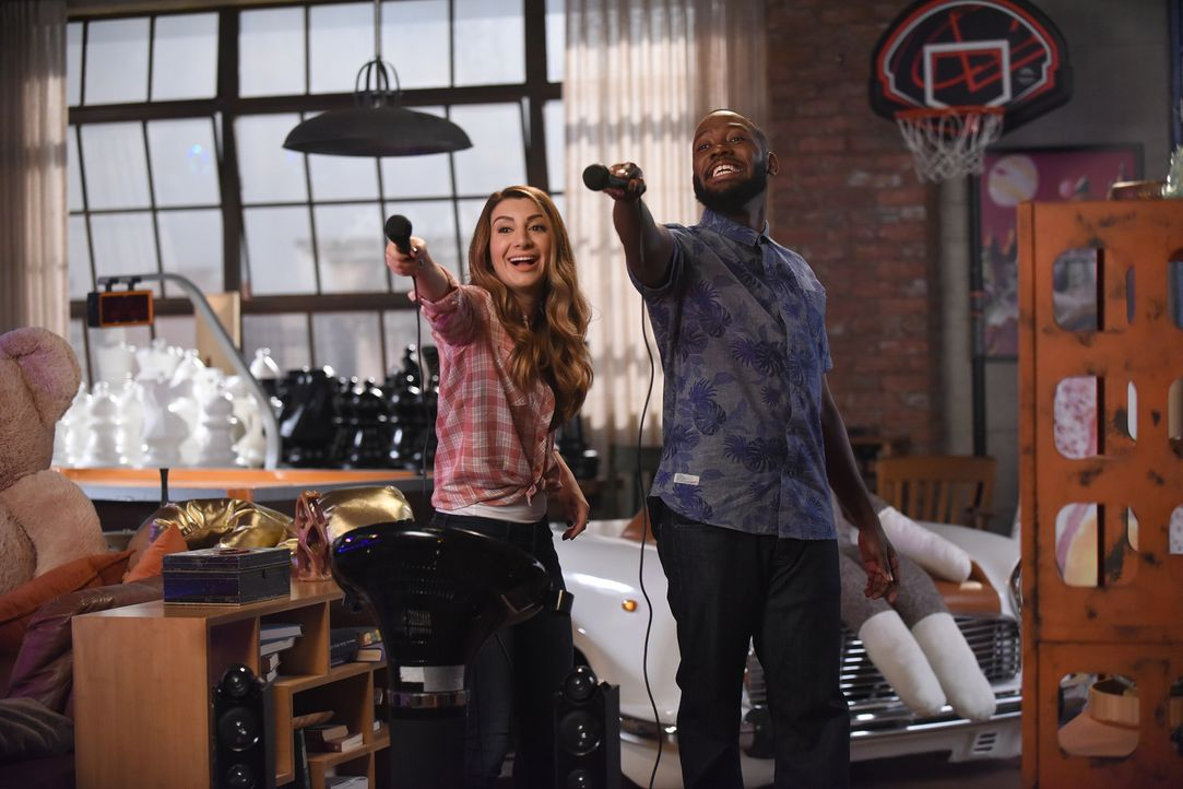 Aly (Nasim Pedrad, l.) offenbart Winston (Lamorne Morris, r.) ein peinliches Geheimnis ... - Bildquelle: Ray Mickshaw 2017 Fox and its related entities.  All rights reserved.