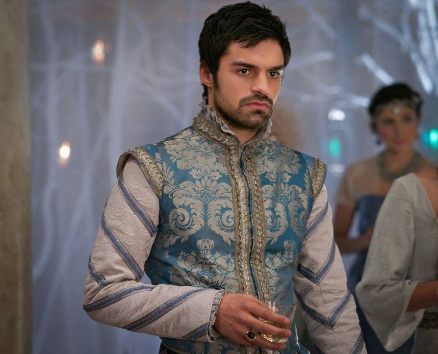 Condé (Sean Teale) ist zuerst nicht sehr begeistert, als er von Marys Plan erfährt, ihn mit Lola zu verloben ... - Bildquelle: Sven Frenzel 2014 The CW Network, LLC. All rights reserved.