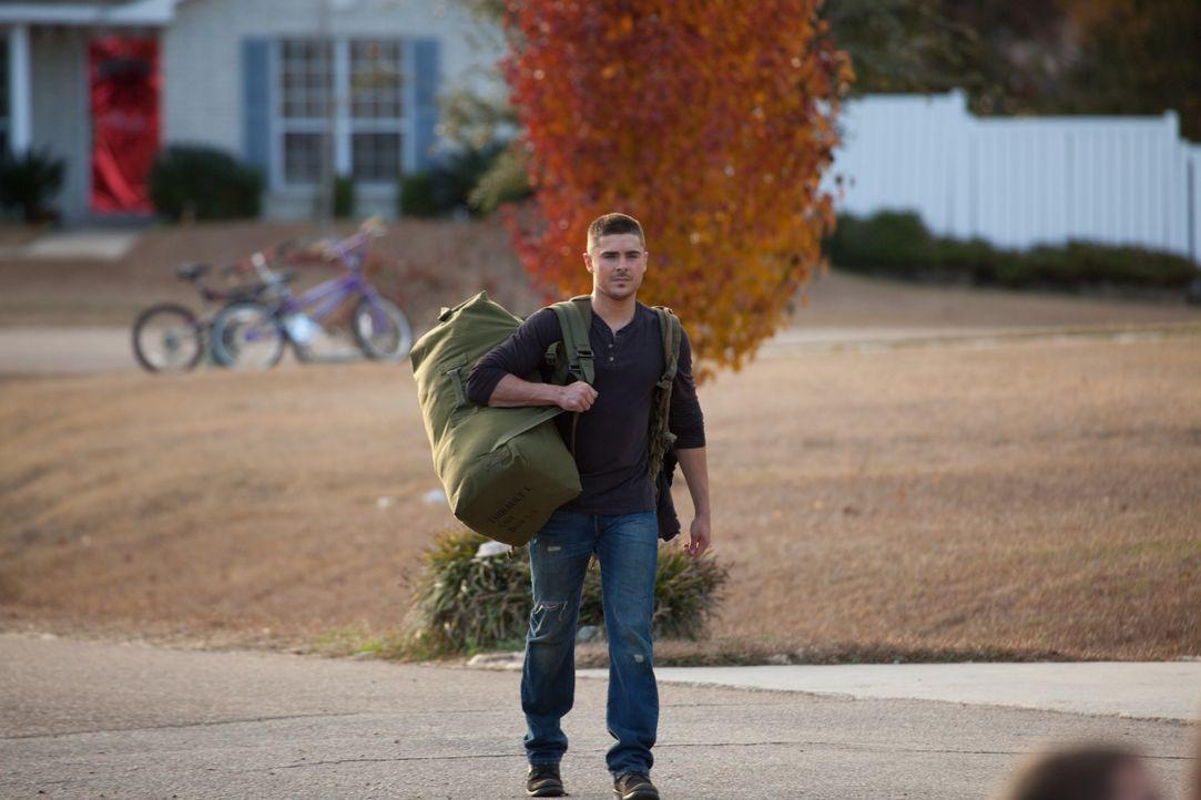 Logan Thibault (Zac Efron) - Bildquelle: Warner Bros.