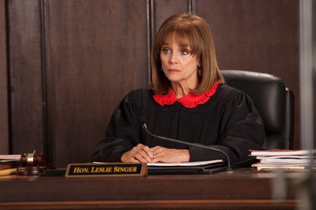 Wie wird das Urteil von Richterin Leslie Singer (Valerie Harper) ausfallen? - Bildquelle: 2011 Sony Pictures Television Inc. All Rights Reserved.v