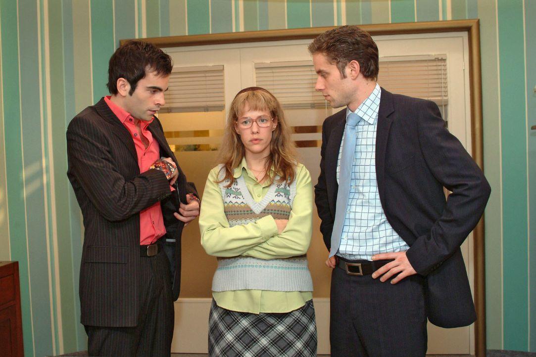 """Lisa (Alexandra Neldel, M.) macht David (Mathis Künzler, l.) und Max (Alexander Sternberg, r.) klar, dass sie weiterhin mit Jürgen für """"B.STYLE""""... - Bildquelle: Sat.1"""