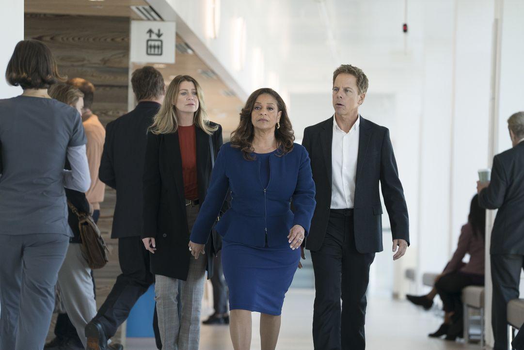 (v.l.n.r.) Dr. Meredith Grey (Ellen Pompeo); Dr. Catherine Avery (Debbie Allen); Dr. Thomas Koracick (Greg Germann) - Bildquelle: Eric McCandless ABC Studios / Eric McCandless