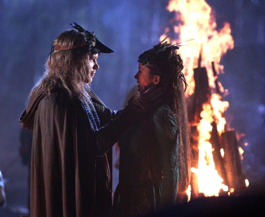 Die beliebte Tatia (Nina Dobrev, r.) hatte immer nur Augen für einen Mann, doch ist das wirklich Klaus (Joseph Morgan, l.)? - Bildquelle: Warner Bros. Television