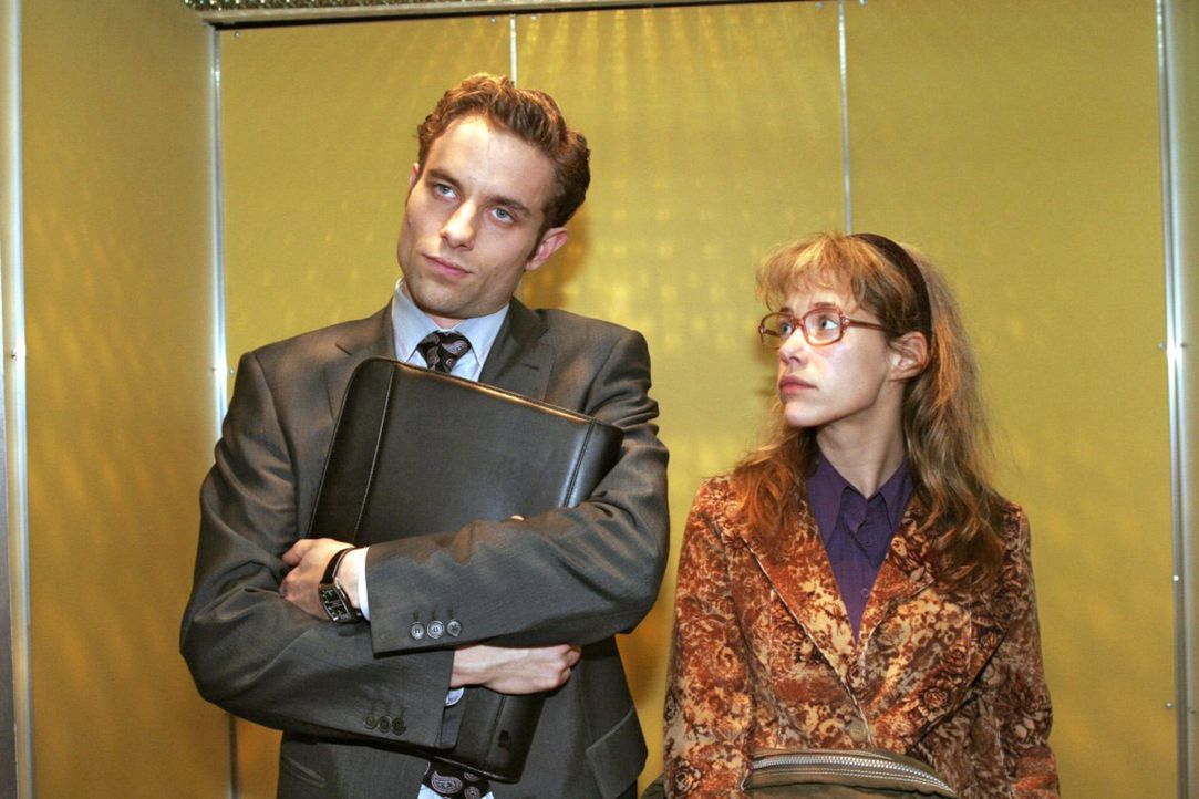 Lisa (Alexandra Neldel, r.) versucht mit Max (Alexander Sternberg, l.) Frieden zu schließen. Doch der macht ihr unmissverständlich klar, dass er a... - Bildquelle: Sat.1