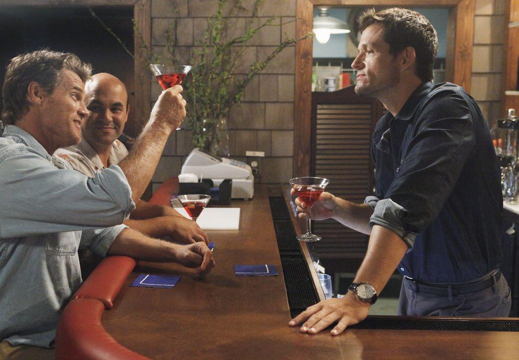 Erst das Vergnügen, dann die Arbeit: Grayson (Josh Hopkins, r.), Bobby (Brian Van Holt, l.) und Andy (Ian Gomez, M.) ... - Bildquelle: 2009 ABC INC.