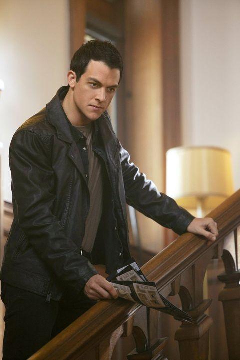Was führt Julian Masters (James Mackay) zurück in die Stadt? - Bildquelle: Warner Bros. Entertainment, Inc