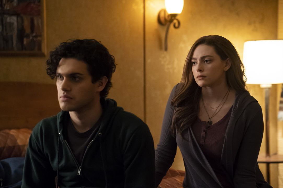 Landon Kirby (Aria Shahghasemi, l.); Hope Mikaelson (Danielle Rose Russell, r.) - Bildquelle: Tina Rowden 2019 The CW Network, LLC. All rights reserved. / Tina Rowden