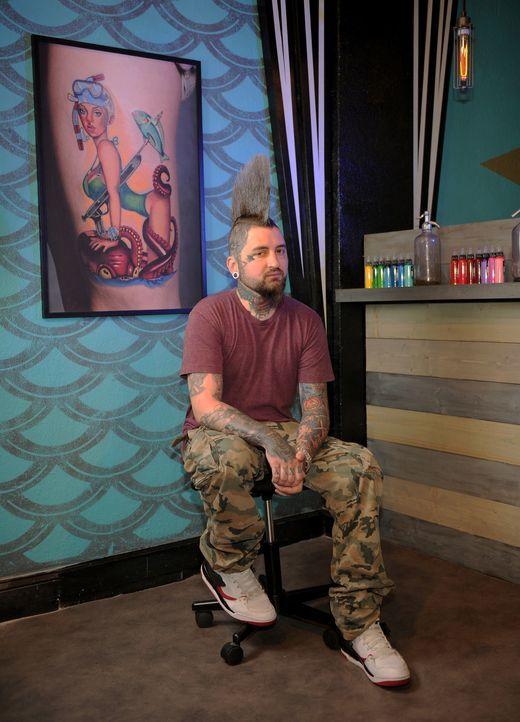 Für Clint Cummings ist das Tätowieren eine Passion und für ihn gibt es nichts Schöneres, als ein Tattoo zu zeichnen und es anschließend einem Kunden... - Bildquelle: Jeff Daly spike