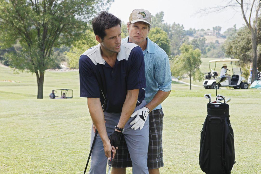 Jules möchte Bobby (Brian Van Holt, r.) etwas aufheitern und ihm mehr Selbstbewusstsein und Selbstvertrauen verschaffen. Deswegen bittet sie Grayso... - Bildquelle: 2009 ABC INC.