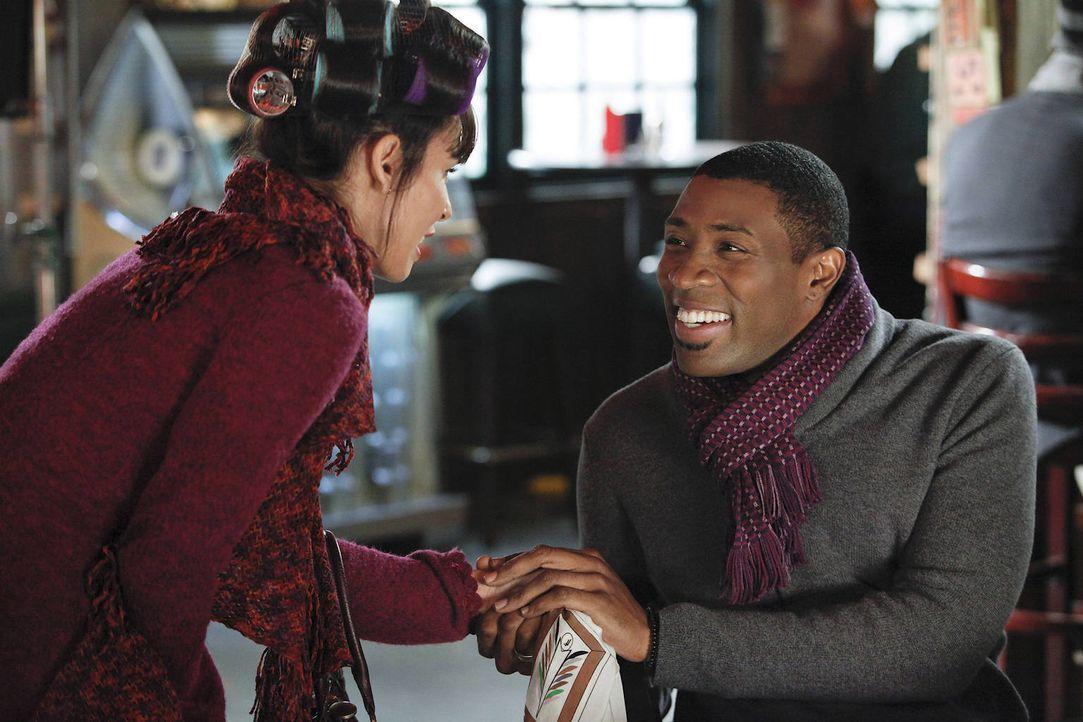 Endlich ist für Lavon (Cress Williams, r.) die Gelegenheit gekommen, Didi (Nadine Velazquez, l.) seinen Eltern vorzustellen. Wird das Treffen wie ge... - Bildquelle: Warner Bros.