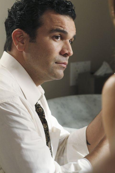 Carlos (Ricardo Antonia Chavira) ist begeistert, dass Bob kein typischer Schwuler ist, sondern auf Bier und Basketball steht. Immer öfter ist er mit... - Bildquelle: ABC Studios