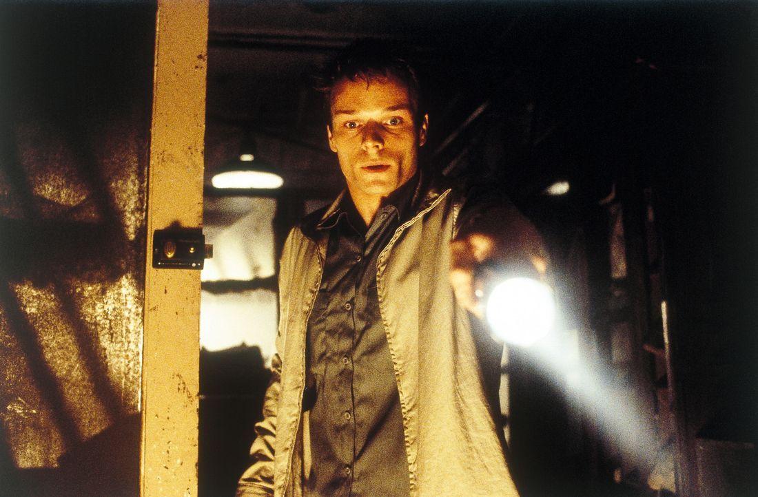 Als den Freunden klar wird, dass Liam (Alec Newman) nicht mit offenen Karten spielt, entbrennt ein tödliches Spiel aus Misstrauen und Verrat ... - Bildquelle: Universal Focus