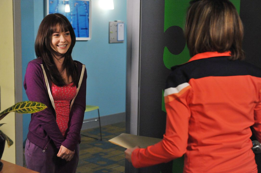 Kann Kelly Parker (Nicole Gale Anderson, r.) Wendy Capshaw (Amanda Leighton, l.) vertrauen? - Bildquelle: 2012 Disney Enterprises, Inc. All rights reserved.