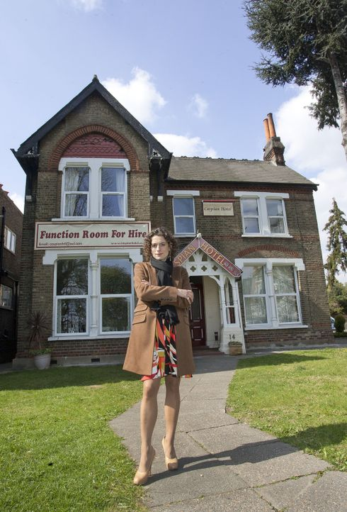 """Alex Polizzi besucht heute ein kleines Hotel namens """"The Caspian"""" im Westen Londons."""