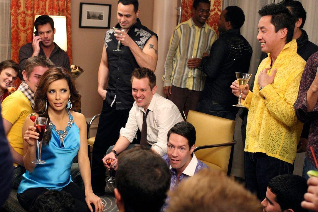 Genießt ihre Auszeit vom Elterndasein mit Drinks und Partys in vollen Zügen: Gabrielle (Eva Longoria, l.) ... - Bildquelle: ABC Studios