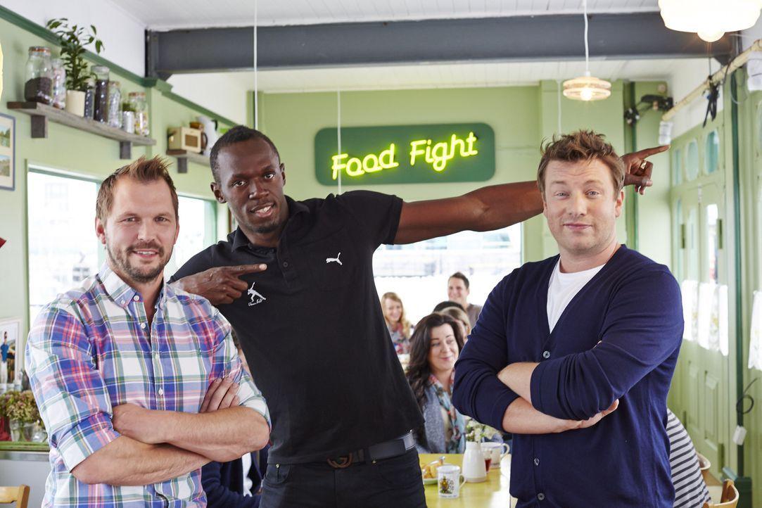 Jimmy (l.) und Jamie (r.) kochen dieses Mal mit dem jamaikanischen Sprinter Usain Bolt (M.) ...