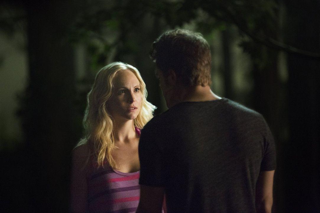 Kann Caroline (Candice Accola, l.) Stefan (Paul Wesley, r.) davon überzeugen, sie nicht wieder zu verlassen? - Bildquelle: Warner Bros. Entertainment, Inc