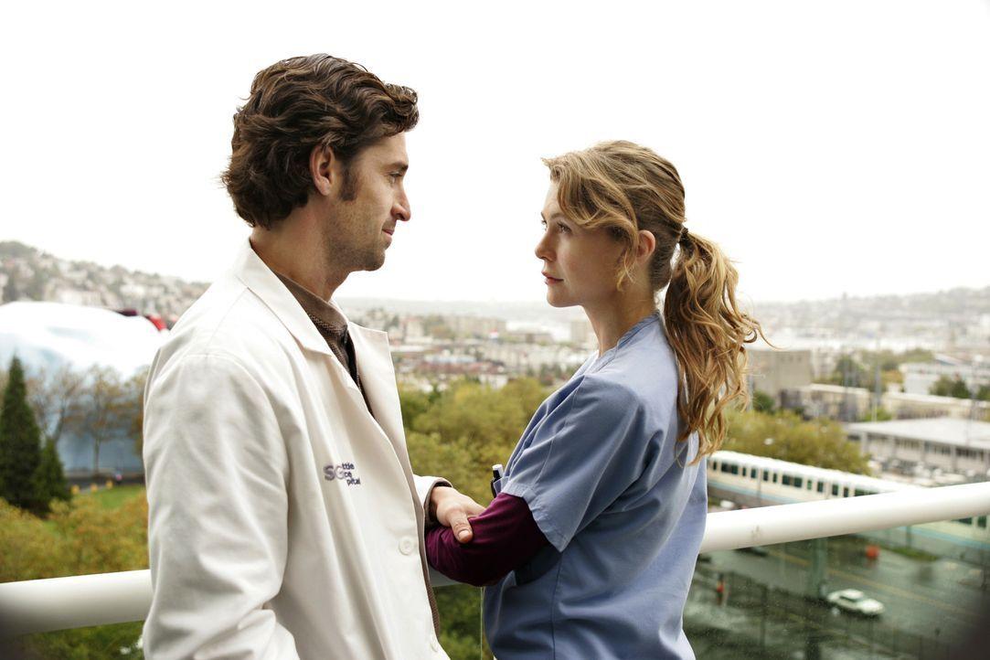 Nachdem sich Meredith (Ellen Pompeo, r.) zum freiwilligen Dienst im Krankenhaus geschlichen hat, trifft sie auf Derek (Patrick Dempsey, l.). Sie spr... - Bildquelle: Touchstone Television