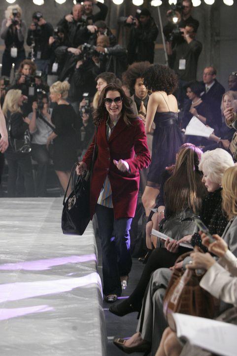 Businessfrau Wendy (Brooke Shields) hat es, trotz eines vollen Terminkalenders, gerade noch rechtzeitig zur Fashion Show ihrer Freundin Victory gesc... - Bildquelle: 2004 NBC, Inc.