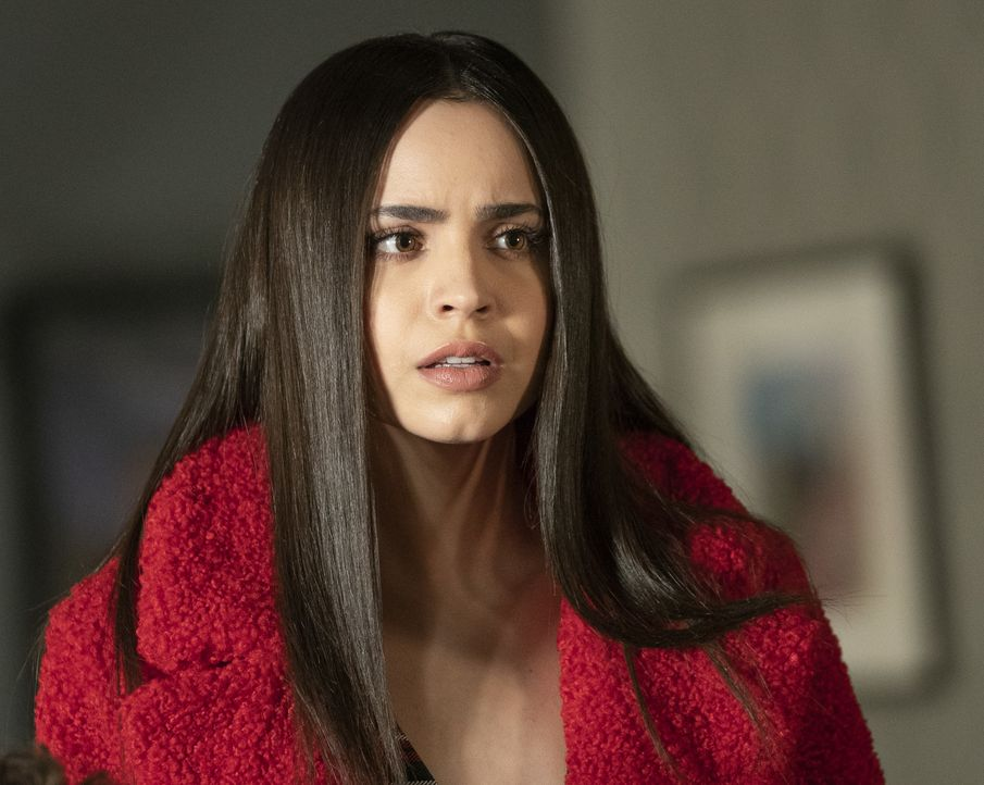 Ava Jalali (Sofia Carson) - Bildquelle: Allyson Riggs 2019 Warner Bros. Entertainment Inc. All Rights Reserved. / Allyson Riggs