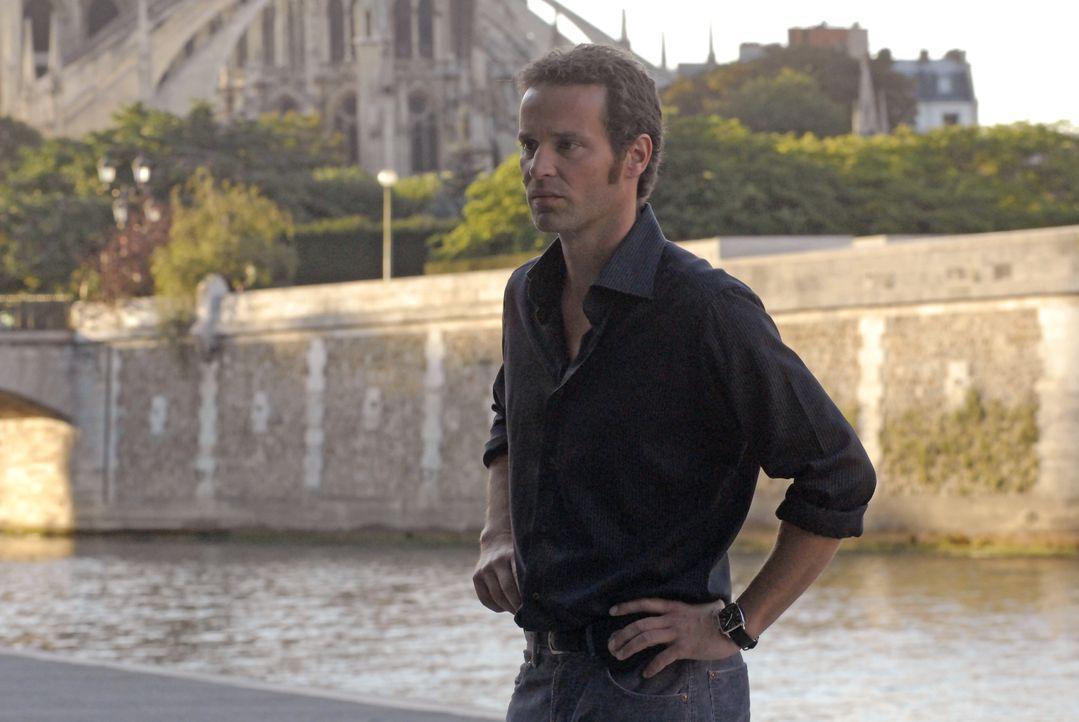 Der vertrackte Fall setzt Matthieu (Guillaume Cramoisan) ziemlich unter Druck ... - Bildquelle: Jean-François Baumard 2008 - Beaubourg Audiovisuel/BeFilms/RTBF (Télévision Belge) / Jean-François Baumard
