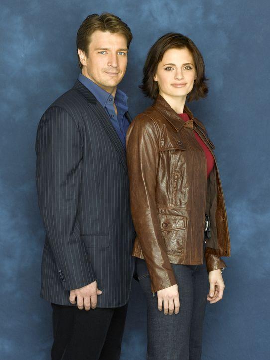 (1. Staffel) - Starautor Richard Castle (Nathan Fillion, l.) schafft es unter dem Vorwand der Recherche einen Platz an der Seite der Detektivin Kate... - Bildquelle: ABC Studios
