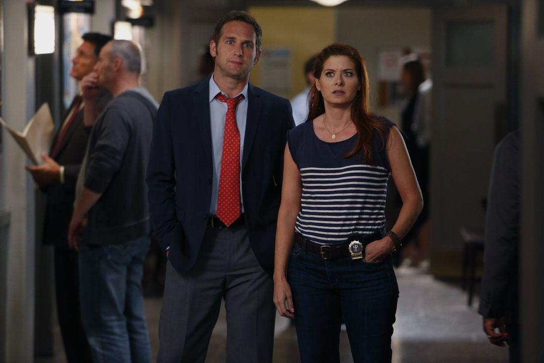 Sind sich bei der Erziehung ihrer Söhne nicht immer einig: Laura (Debra Messing, r.) und Jake (Josh Lucas, l.) ... - Bildquelle: Warner Bros. Entertainment, Inc.