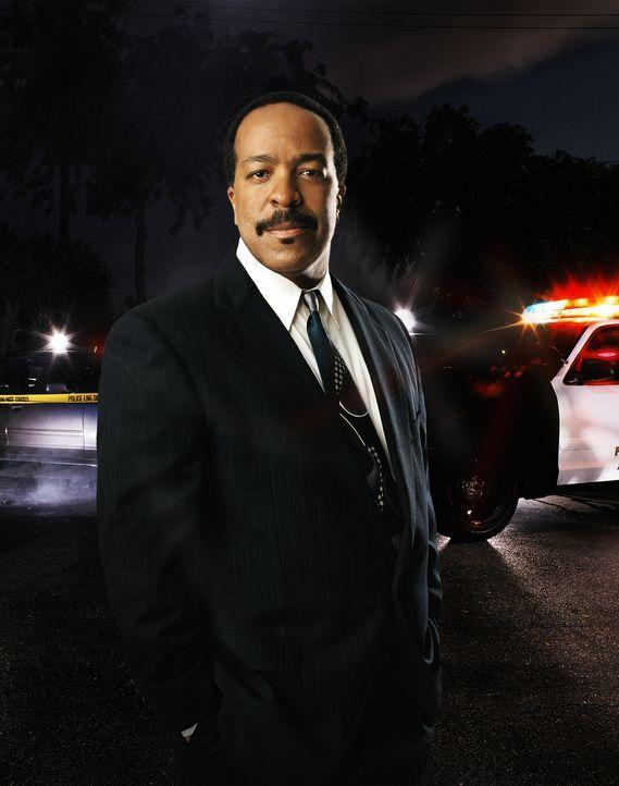 (1. Staffel) - Seine Position als Leiter der Sondermordkommission musste Commander Taylor (Robert Gossett) abgeben, als Brenda Leigh Johnson nach L.... - Bildquelle: Warner Brothers