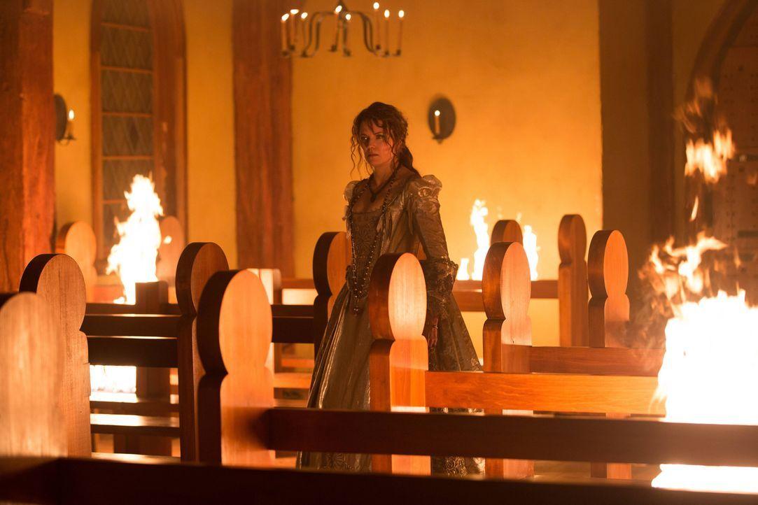 Während sich Gräfin Marburg (Lucy Lawless) noch als Siegerin sieht, stellt sich ein ehemaliger Verbündeter gegen sie ... - Bildquelle: 2015 Fox and its related entities. All rights reserved.