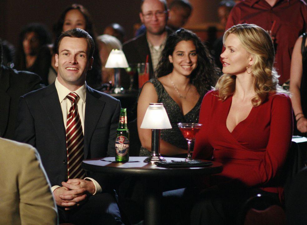 """Eli (Jonny Lee Miller, l.) und Taylor (Natasha Henstridge, r.) bemühen sich, nach ihrer Trennung ein """"normales"""" Verhältnis aufzubauen ... - Bildquelle: Disney - ABC International Television"""