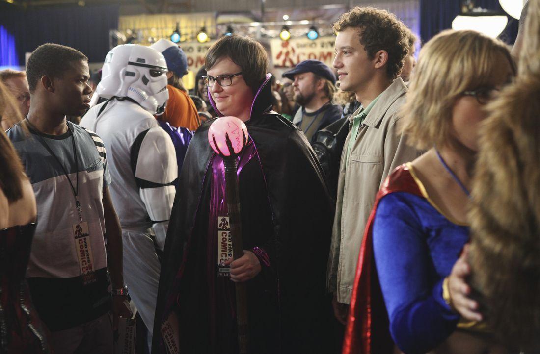 Calvin Owens (Paul James, l.) und Rusty (Jacob Zachar, r.) begleiten Dale Kettlewell (Clark Duke, M.) auf die Comic-Con, wo er sich mit seiner Inter... - Bildquelle: 2009 DISNEY ENTERPRISES, INC. All rights reserved. NO ARCHIVING. NO RESALE.