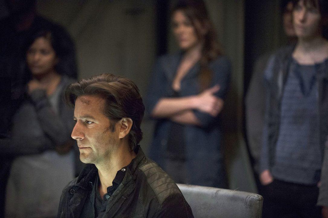 Verzweifelt sucht Kane (Henry Ian Cusick) nach einem Ausweg ... - Bildquelle: Warner Brothers