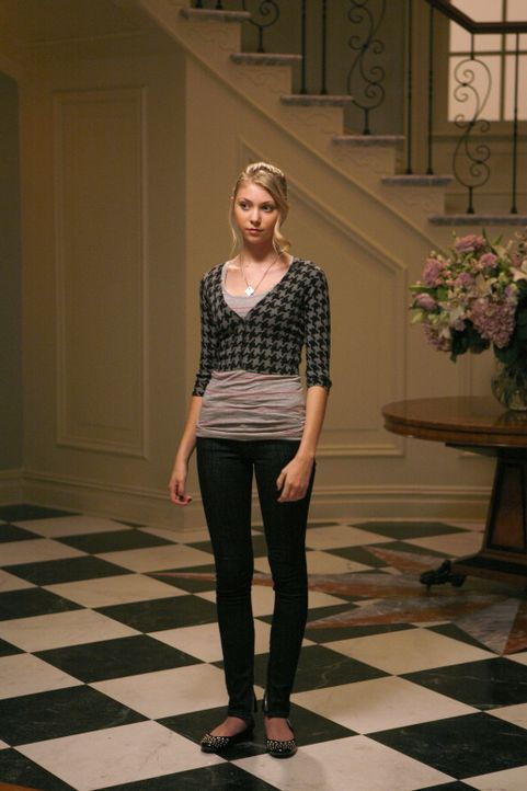 Sie freut sich auf die bevorstehende Party: Jenny (Taylor Momsen) darf endlich einmal in der High Society mitfeiern ... - Bildquelle: Warner Brothers
