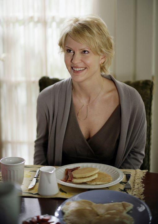 Das Lächeln täuscht: Tief im Inneren ist Nicole Trager (Marguerite MacIntyre) stark verunsichert. Sie macht sich Gedanken darüber, ob sie eine gu... - Bildquelle: TOUCHSTONE TELEVISION