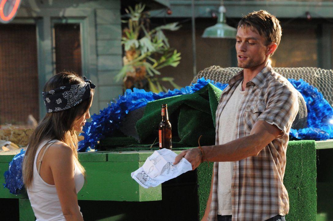 Seit ihrem nächtlichen Zusammentreffen ist das Verhältnis zwischen Zoe Hart (Rachel Bilson, l.) und Wade Kinsella (Wilson Bethel, r.) angespannt. Ei... - Bildquelle: Warner Bros.