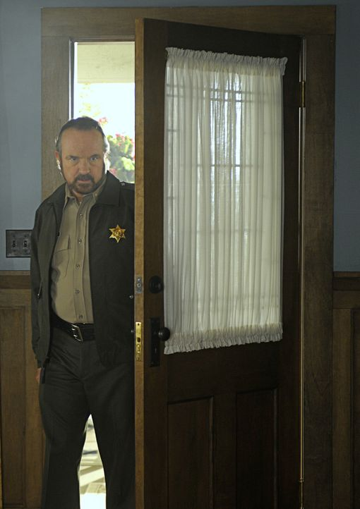 Sheriff Charlie Mills (Jim Beaver) macht sich an die Befragung der Zeugen. Kommt er so dem Mörder von Thomas auf die Schliche? - Bildquelle: 2009 CBS Studios Inc. All Rights Reserved.