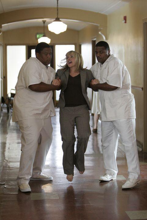 Ein Traum führt Hellseherin Allison Dubois (Patricia Arquette) in eine psychiatrische Anstalt. - Bildquelle: Paramount Network Television