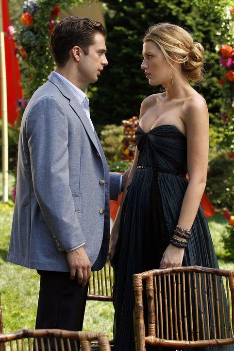 Nachdem Chuck ihm ein Ultimatum gestellt hat, erzählt Carter (Sebastian Stan, l.) Serena (Blake Lively, r.) von seiner Vergangenheit. - Bildquelle: Warner Brothers