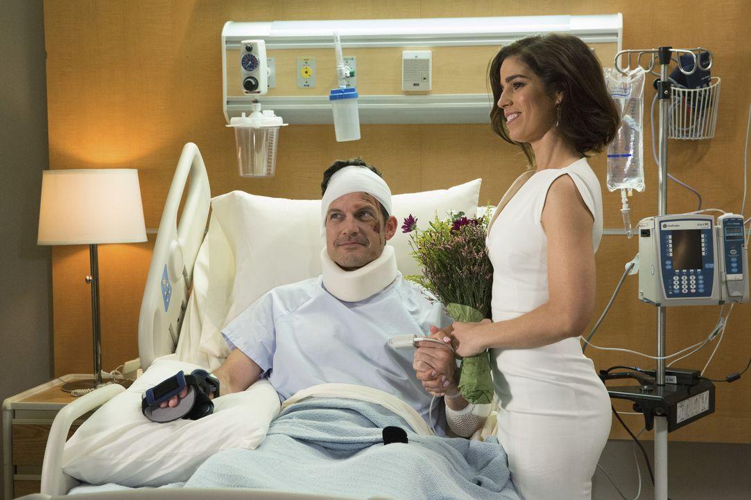 Ist es wirklich die richtige Entscheidung von Marisol (Ana Ortiz, r.), Nick (Mark Deklin, l.) übereilt vor seiner lebensgefährlichen Operation zu he... - Bildquelle: 2014 ABC Studios