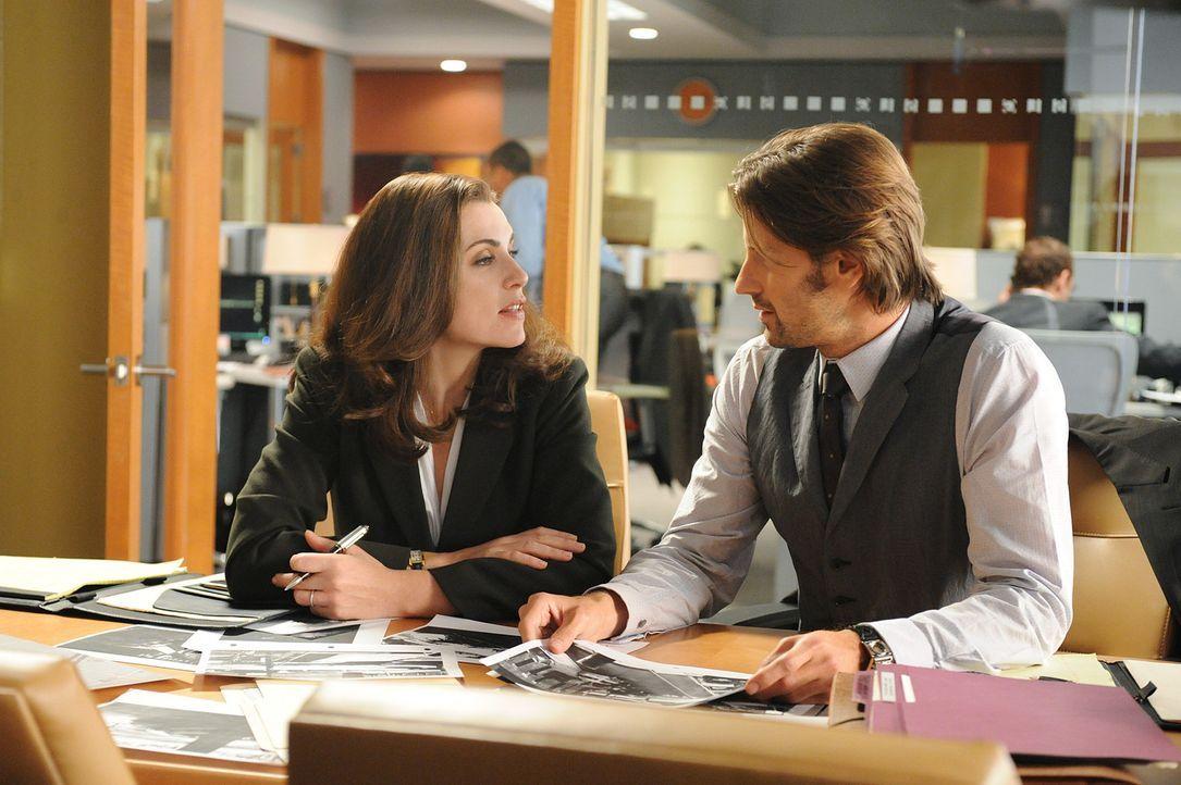 Alicia (Julianna Margulies, l.) arbeitet im Fall Stern mit dem Anwalt Ryan Alprin (Chris Bowers, r.) zusammen, der sich als äußerst fähig erweist... - Bildquelle: CBS Studios Inc. All Rights Reserved.