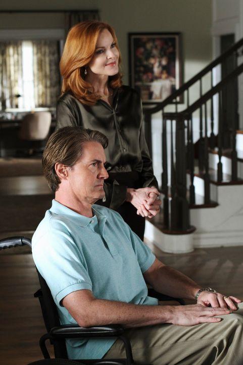 Während Lynette eine schockierende Erkenntnis bezüglich Eddie macht, überlegen Bree (Marcia Cross, r.), Orson (Kyle MacLachlan, l.) und Andrew, wie... - Bildquelle: ABC Studios