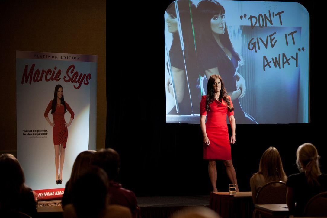 Marcie LaRose (Patti Stanger) ist davon überzeugt, dass ihr Seminar Wunder vollbringen kann ... - Bildquelle: 2011 Sony Pictures Television Inc. All Rights Reserved.
