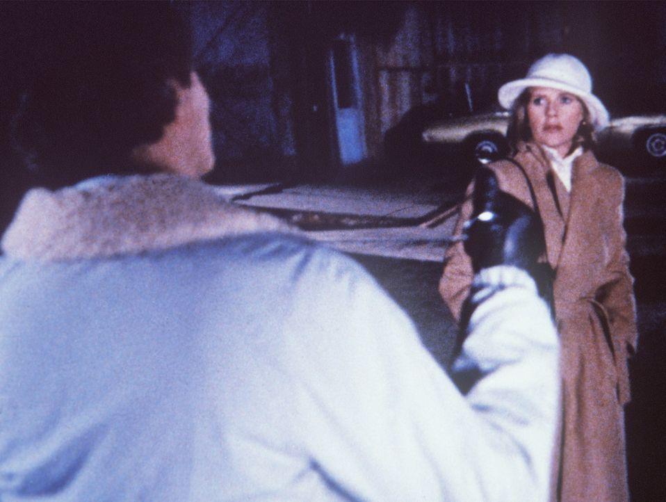 Die Falle schnappt zu: Der Serienkiller sieht in Cagney (Sharon Gless, r.) sein 12. Opfer. - Bildquelle: ORION PICTURES CORPORATION. ALL RIGHTS RESERVED.