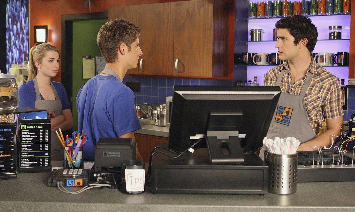 Im Cafe geht es turbulent zu und Josh (Jean-Luc Bilodeau, M.), Amanda (Kirsten Prout, l.) und Kyle (Matt Dallas, r.) haben alle Hände voll zu tun ... - Bildquelle: TOUCHSTONE TELEVISION