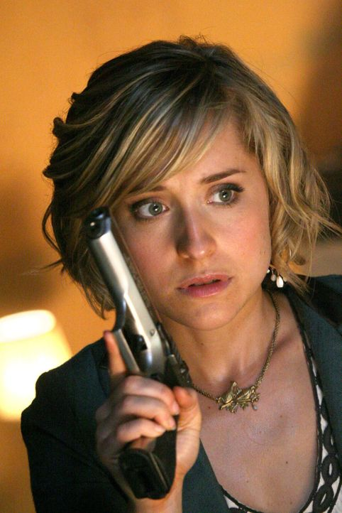 Ihre Freundschaft zu Clark wird auf die Probe gestellt, als Chloe (Allison Mack) erfährt, dass er ihren Freund Jimmy nicht vor dem Tod bewahren will... - Bildquelle: Warner Bros.