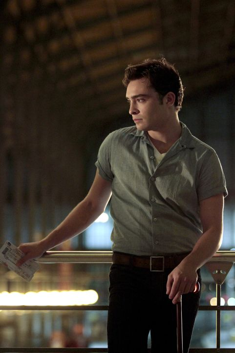 Will sich ein neues Leben in Paris aufbauen: Chuck (Ed Westwick) ... - Bildquelle: Warner Brothers
