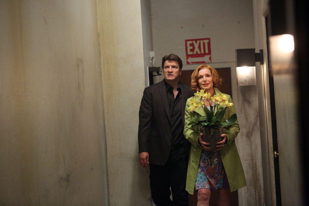 Der Besuch von Castle (Nathan Fillion, l.) und seiner Mutter (Susan Sullivan, r.) bei Alexis droht in einer Katastrophe zu enden, nachdem Castle ber... - Bildquelle: ABC Studios